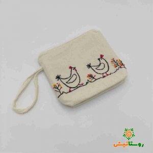 کیف الیاف طبیعی گلدوزی شده طرح مرغ و خروس