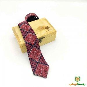 کراوات سوزن دوزي دست دوز طرح طاووس قرمز سورمه ای